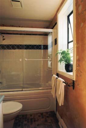 Hartley House Vacation Rental - The Garden Suite - bathroom
