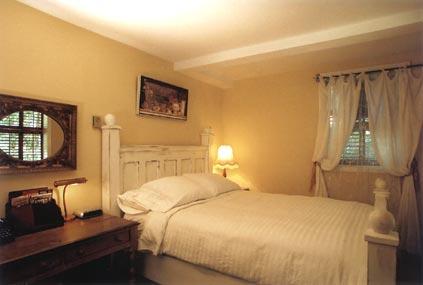Hartley House Vacation Rental - The Garden Suite - bedroom
